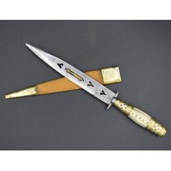 Cuchillo antiguo de Albacete calado corazones y lengüeta