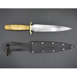Daga de sástago o cuchillo higüela de remate aragonesa