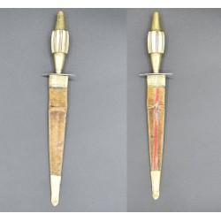 Puñal español típico marca ALCAZAR del siglo XIX